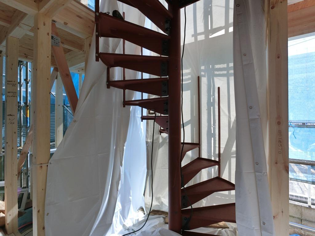 螺旋階段着工しました。 取敢えず鉄骨工事は本日完了しました。