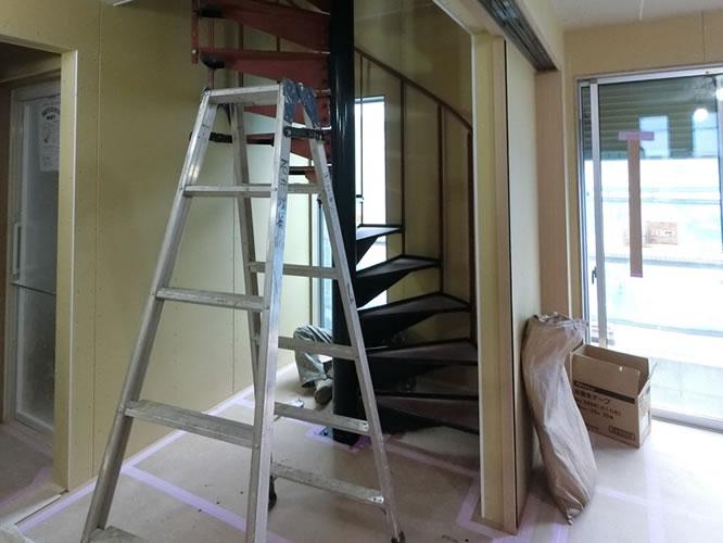 西尾久《螺旋階段の家》